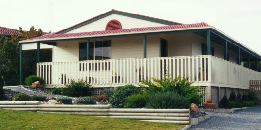 TRADITIONAL WITH BULLNOSE VERANDAH